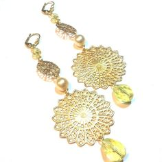 Soft pastels + delicate filigree = #bridesmaidearrings.  Jonquil and pearl Czech glass by Etelage.