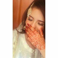 Latest Bridal Mehndi Designs, Wedding Mehndi Designs, Unique Mehndi Designs, Henna Designs Easy, Beautiful Girl Photo, Cute Girl Photo, Girl Photo Poses, Girl Poses, Portrait Photography Poses