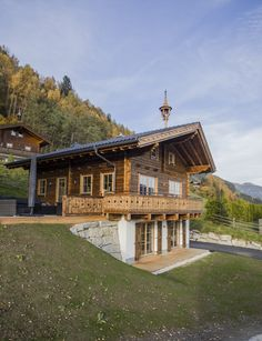 Exterior of Chalet AnneWill, Bramberg am Wildkogel, Austria (build in in … – Şule Nazlıoğlu Erol – Martina Heimendahl-Gruber - special Chalet Design, House Design, Grid Architecture, Eco Construction, Mountain Home Exterior, Mountain Homes, Alpine House, Hillside House, Small Cottages