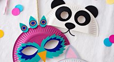 With these little animal masks, remodel your kids for Carnival. Their little faces would be the cutest on Mardi Gras day! Animal Masks For Kids, Animals For Kids, Mask For Kids, Paper Plate Crafts, Paper Plates, Carnaval Diy, Mascarilla Diy, Diy For Kids, Crafts For Kids