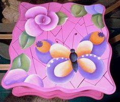 Caja mariposa y flores