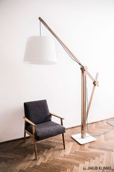 Lampa podłogowa CRANE LIGHT marki Loft Decora - PLN Design