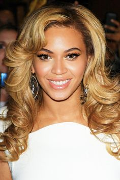 Beyonce Blonde, Beyonce Style, Beyonce Knowles Carter, Beyonce And Jay Z, Beyonce Dancers, Beyonce Family, Queen Bee Beyonce, Beyonce Makeup, Alexandra Burke
