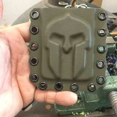 """Double Tap 👊👊 if you like it! """"Have you noticed how creative some craftsmen are getting with Kydex? Wallet-maker is offering… Coldre Kydex, Kydex Holster, Tactical Armor, Tactical Wear, Bail Out Bag, Bug Out Gear, Kydex Sheath, Cell Phone Holder, Double Tap"""