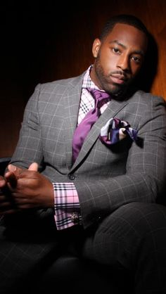 This is a really nice combination. Checks and more checks with bold colors and look at the knot on the tie (eldredge knot). Follow my blog at EverybodyLovesSuits