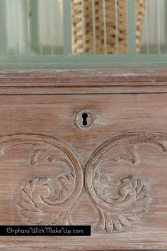 How To Whitewash Furniture - keeping the wood grain visible