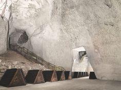 Les Crayères, caves à champagne de la maison Ruinart, à 38 mètres en profondeur ! / Photo by Erwin Olaf.