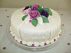 Bolo Tia Cupcake Cakes, Cupcakes, Coco, Desserts, Walnut Cake, Frosting, Decorating Cakes, Flowers, Tailgate Desserts