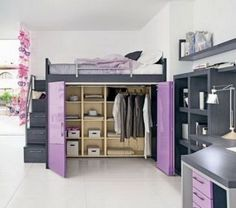 梯子を使って上へ渡る「ロフトベッド」は上の空間を有効に使うのに良い家具である。その下は、机やソファーなどが置かれ使いやすい。デザインが凝ったもの、機能的なもの、…