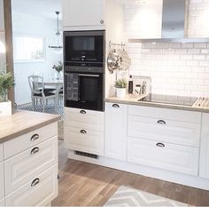 The kitchen that is top-notch white kitchen , modern kitchen , kitchen design ideas! Kitchen Buffet, Home Decor Kitchen, Kitchen Furniture, Kitchen Interior, New Kitchen, Interior Design Living Room, Home Kitchens, Kitchen Modern, Shabby Chic Kitchen