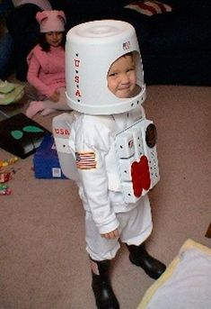 Rocketman costume, DIY costumes, disfraces - Carnival and halloween - Disfraz DIY de astronauta #Costumes #diyhalloweencostumes