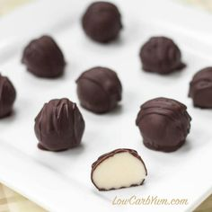Make every day special with these low carb mascarpone white chocolate truffles candy. Each candy has a creamy soft filling covered in yummy dark chocolate. Homemade Chocolate Bars, Homemade Truffles, White Chocolate Truffles, Sugar Free Chocolate, Coconut Chocolate, Chocolate Fudge, Chocolate Covered, Pumpkin Truffles, Lemon Truffles