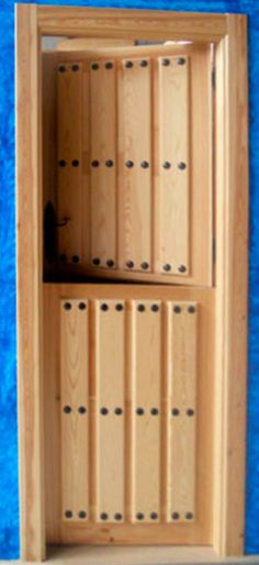 Como hacer puerta de madera manualidades pinterest for Hacer puerta madera