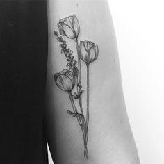 #tulips & #lavender for the lovely Ellen done at @lesmauxbleus #tattoo #fineline #fineliner #fineliner #tats #tattooparis #paris #ink #inked #instaink #inkedlife #instagram #bw #blackwork #blackworkers #blackandwhite #blackworktattoo #instatattoo #instainked #tatouee #tatouage #flowertattoo #lemarais #flowerstattoo #tulip #tulipes #carinsilvertattoo #paristattoo