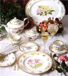 Royal Worcester: Sandringham, which uses 60 botanical paintings of wildflowers & fruits of Britain.