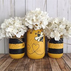 Set of 3 hand painted black and yellow Bumble Bee Mason jars. These hand painted jars are perfect for your shabby chic decor, farmhouse or rustic office decor. Painted only on the outside. Jars are ha Pot Mason Diy, Mason Jar Crafts, Pots Mason, Deco App, Mason Jar Flowers, Diy Flowers, Flower Plants, Home Decor Sets, Arts And Crafts