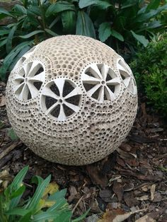 Cca 22 cm,na zahradu,ale i do intriéru. Totems, Gourds, Fun Stuff, Texture, Awesome, Christmas, Balls, Ornaments, Pottery
