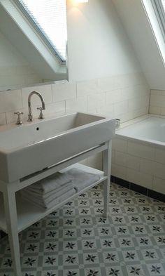 motieftegels badkamer Deze klant heeft gekozen voor een makkelijke en mooie vloer van keramische motieftegel www.ceramica.nu