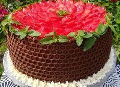 Tort ''Plaster miodu' z truskawkami