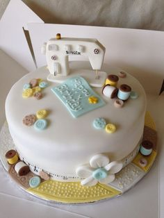 Sewing machine cake topper, birthday cake.