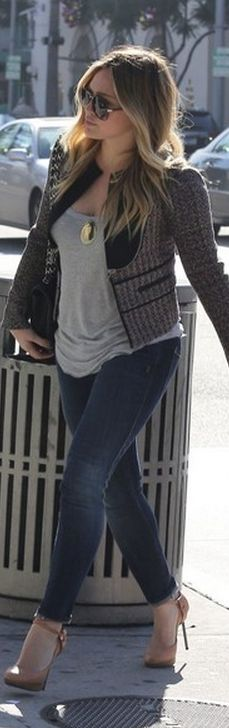 Who made  Hillary Duff's gray tank top, print jacket, black handbag, skinny blue jeans, and nude pumps that she wore in Los Angeles?