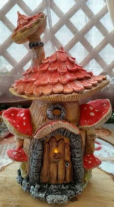 Fairy Snail Shell Home Garden Statue Clay Projects, Clay Crafts, Diy And Crafts, Clay Fairy House, Fairy Garden Houses, Gnome House, Polymer Clay Fairy, Halloween Fairy, Mushroom House