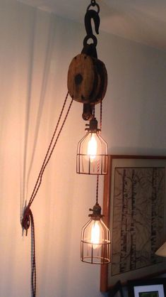 Light fixture with antique wooden pulley, Edison bulbs and new vintage style wiring Pipe Lighting, Edison Lighting, Edison Bulbs, Pully Light, Farmhouse Lighting, Vintage Stil, Inspired Homes, Hanging Lights, Decor Interior Design