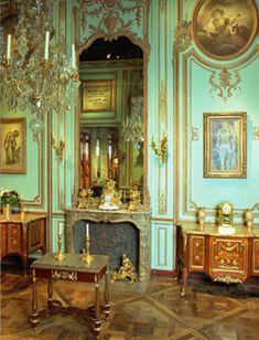 Decorative woodwork from the Regency period, from the Petit Cabinet of the hôtel Cressart, 1725, place Vendôme, Paris, at Féau & Cie