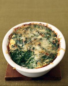 Spinach-and-Cheese Puff (Martha Stewart). This spinach and Gruyere cheese puff has a light, souffle-like texture but unlike a souffle, it can be make ahead of time. In place of the Gruyere, feel free to use cheddar or smoked Gouda cheese. Vegetarian Casserole, Vegetarian Recipes, Cooking Recipes, Casserole Recipes, Bean Casserole, Vegetarian Dish, Cooking Tips, Thanksgiving Side Dishes, Thanksgiving Recipes