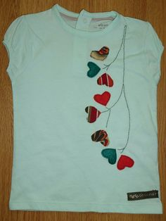 Camiseta personalizada a mano con telas y fieltro. Planta amor. Love plant. Tee Shirt Crafts, T Shirt Diy, Diy Clothes And Shoes, Sewing Clothes, T Shirt Painting, Shirt Refashion, Shirt Embroidery, Dress Shirts For Women, Sewing For Kids