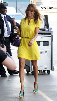 Love this look. My favorite color to wear in spring/summer is yellow. <3