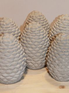 DIY Pinienzapfen aus Beton Do DIY with concrete, make pine cones yourself. DIY decoration and gifts, Concrete Crafts, Concrete Projects, Handmade Christmas Decorations, Christmas Diy, Fall Crafts, Diy Crafts, Diy Confetti, Diy Blog, Pine Cones