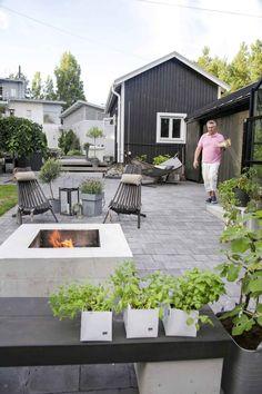 kuva Outdoor Spaces, Outdoor Living, Outdoor Decor, Garden Living, Backyard Patio, Garden Inspiration, Exterior Design, Outdoor Gardens, New Homes