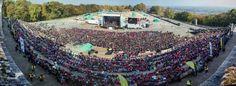 100 ans, ça se fête dignement ! Près de la moitié des GCB (Guides Catholiques de Belgique), soit 11 000 personnes, se sont réunies à la citadelle de Namu dimanche 11 octobre 2015. #scout #GCB #belgique