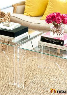 Un toque precioso para tu sala, sin lugar a dudas, las mesas de cristal ¿Tu tienes alguna? #HabitaciónRuba Descubre más ideas de como utilizarlas en http://decoraciondesala.com/mesas-de-cristal-para-sala/