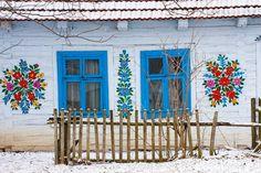 Zalipie : en Pologne, un village aux maisons couvertes de fleurs colorées !
