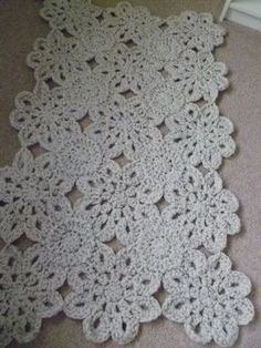 I love this Crochet Flower Rug. No pattern. (choose a flower pattern, connect with round pattern between)