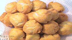 Nigerian Buns is a popular snack in Nigeria.It's similar to puff puff,but crustier and less fluffy.Here's how to make Nigerian Buns at home. All Nigerian Recipes, Nigerian Food, African Recipes, Beignets, African Meat Pie Recipe, Chopped Menu, Sandwiches, West African Food, Soup Dish