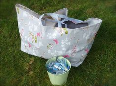 How to make a laundry bag like the big blue Ikea bags - free pattern and tutorial