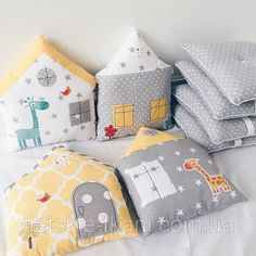 32 Best ideas for baby cribs pillows Crib Pillows, Kids Pillows, Quilt Baby, Baby Sewing Projects, Sewing For Kids, Fabric Toys, Sewing Toys, Baby Cribs, Handmade Toys