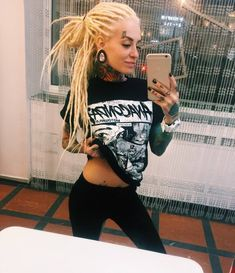 who is miley cyrus tattoos for women right now tattoos for women couples devotional app sexygirl for women site that is 100 free White Girl Dreads, Dreads Girl, Bantik Boy, Blonde Dreadlocks, Beautiful Dreadlocks, Tattoo Hals, Dreadlock Hairstyles, Moda Emo, Belleza Natural