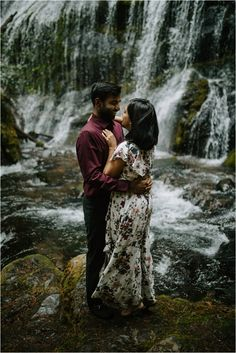 Engagement photos at Panther Creek Falls by Katy Weaver Photography