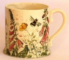 Pottery Mugs, Ceramic Pottery, Ceramic Cups, Ceramic Art, Stars Disney, Teapots And Cups, Bees Knees, Hand Painted Ceramics, Earthenware