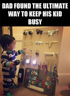 Genius parenting hack—busy board to entertain your toddler Humour Parent, Parenting Humor, Kids And Parenting, Parenting Hacks, Peaceful Parenting, Gentle Parenting, Infant Activities, Activities For Kids, 4 Month Old Baby Activities