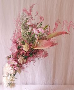 "JoChaker/CatherineMullerLondon op Instagram: ""Pink 💕 #catherinemullerlondon #catherinemuller #flowerschool #flowerschoollondon #underthefloralspell"" Veronica, Floral Wreath, Pink, Wreaths, Instagram, Home Decor, Floral Crown, Decoration Home, Door Wreaths"