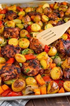Slimming Eats Chicken, Potato, Vegetable Tray Bake - gluten free, dairy free, Slimming World and Weight Watchers friendly Fantastic! We'll be eating this lots! Slimming World Dinners, Slimming World Chicken Recipes, Slimming World Recipes Syn Free, Slimming Eats, Slimming World Syns, Chicken And Vegetable Casserole, Potato Vegetable, Chicken And Vegetables, Chicken Tray Bake Recipes