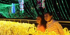 Two girls watch the Christmas lights in Colombia. Holy Night, Two Girls, Beautiful Lights, Christmas And New Year, Winter Holidays, Christmas Lights, Light Up, Around The Worlds, Seasons