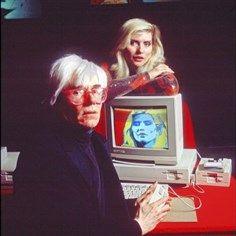 Andy Warhol colors Debbie Harry on an Amiga computer at the product's launch press conference in (Veja também: Andy Warhol, Pop Art, Jasper Johns, Arte Pop, Pop Art Andy Warhol, Art Marilyn Monroe, Richard Hamilton, Blondie Debbie Harry, Portraits, Cultura Pop, Dali