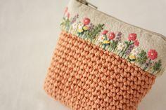 かぎ編みと刺繍の小物入れ の画像 * Slow Life *