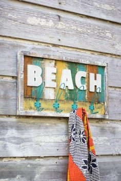 8 Handsome Tricks: Coastal Living Room Coffee Table coastal decor on a budget. Key West, West End, Wooden Pallet Crafts, Wooden Diy, Wood Crafts, Beach Cottage Style, Beach House Decor, Beach Signs Wooden, Coastal Gardens